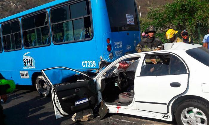 Así quedaron los dos vehículos tras el choque.