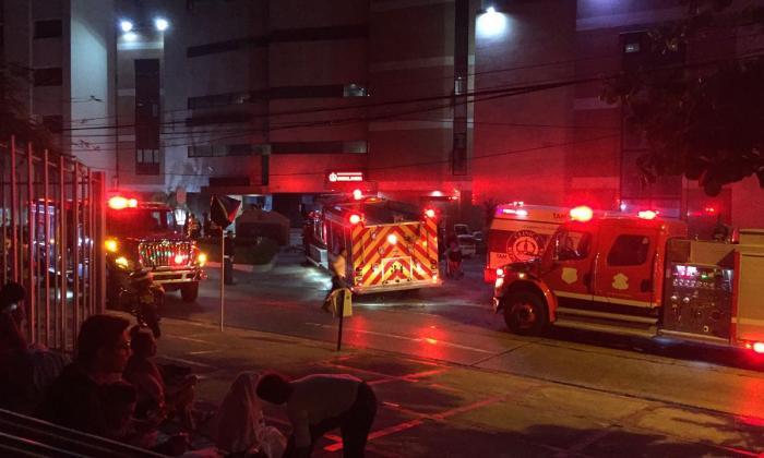 Evacúan a pacientes de la Clínica Reina Catalina tras incendio