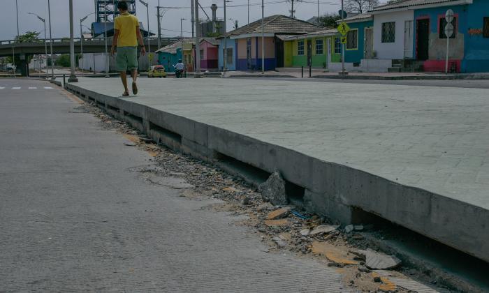 Deterioro de las losas sobre la carrera 54 entre calles 45 y 47.