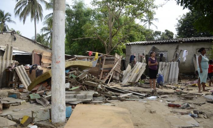 Casa colapsada en el barrio Pumarejo, en Soledad, producto del desbordamiento del arroyo El Platanal.