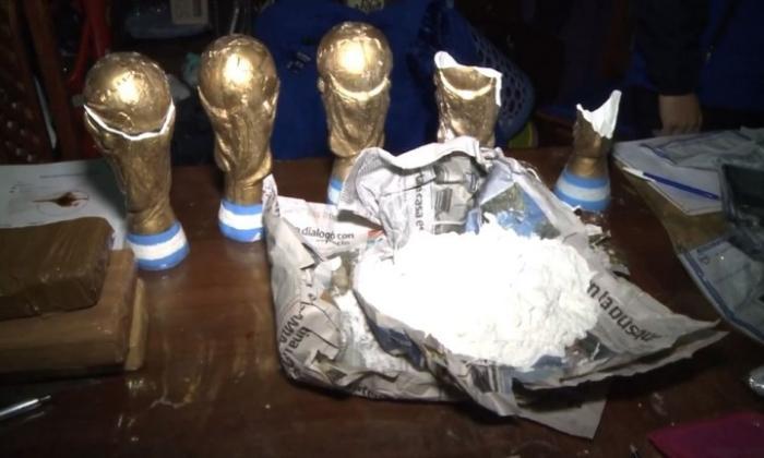 En video | Así ocultaban cocaína en réplicas del trofeo del Mundial