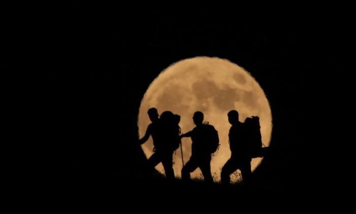El planeta rojo y la 'luna de sangre': el inusual espectáculo celeste de este viernes