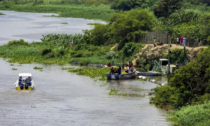 Hundimiento de draga provocó derrame de aceite en el  Río: Triple A
