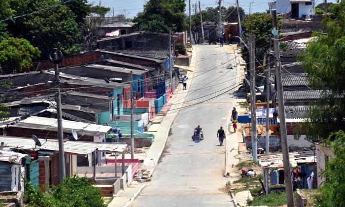 Una de las lomas que caracterizan las calles del barrio La Esmeralda, en la carrera 15 con calle 74B.
