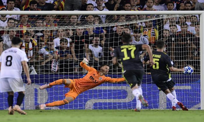 La Juve gana 2-0 en Valencia pese a jugar una hora con 10 por roja a Ronaldo