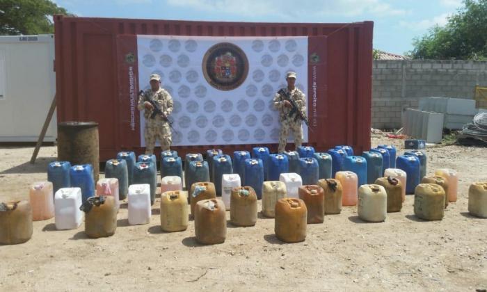 El combustible incautado por las autoridades.
