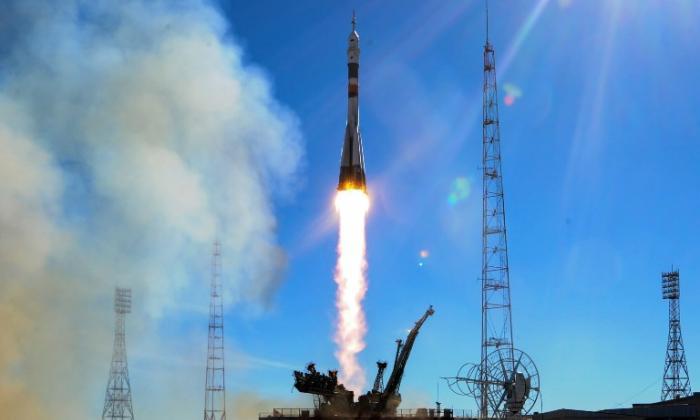La nave Soyuz durante su despegue.