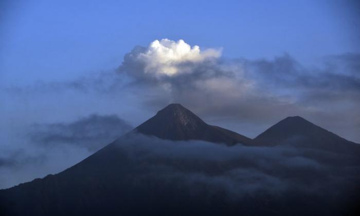 Erupción del Volcán de Fuego alerta a Guatemala