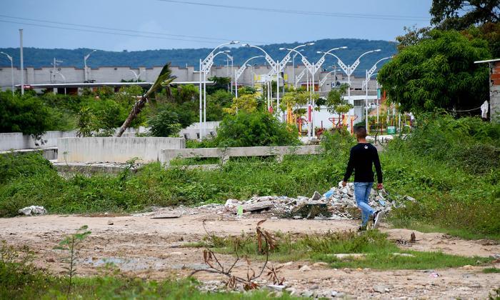 Vecinos de Siete de Agosto se quejan por obras de parque
