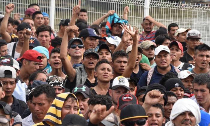 Migrantes hondureños llegan a México: aumenta tensión