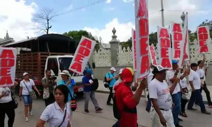 En video | Docentes del Atlántico marcharon para exigir más recursos para la educación