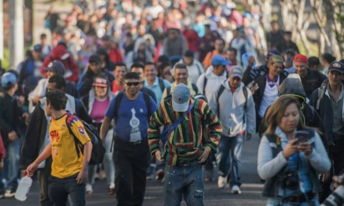 Nuevo grupo de migrantes salvadoreños emprende ruta hacia EEUU