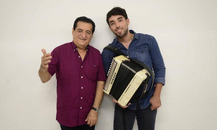 Jorge Oñate junto al acordeonero Javier Matta.