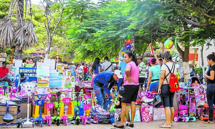 Comerciantes esperan un 'milagrito' de Navidad