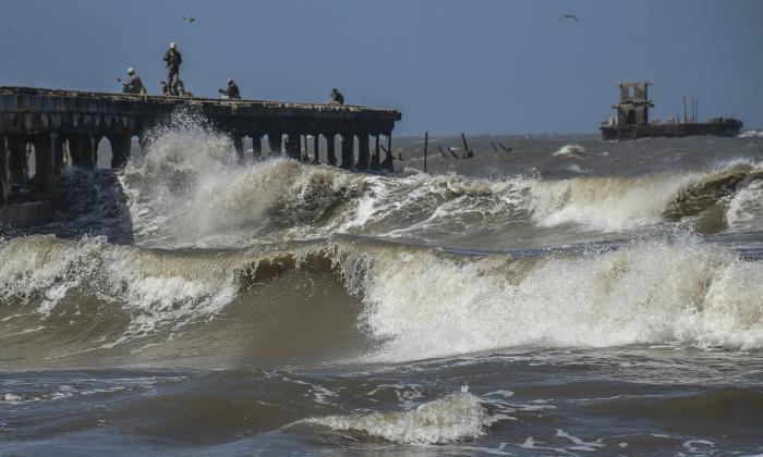 Aumenta oleaje en la Costa Caribe por los fuertes vientos