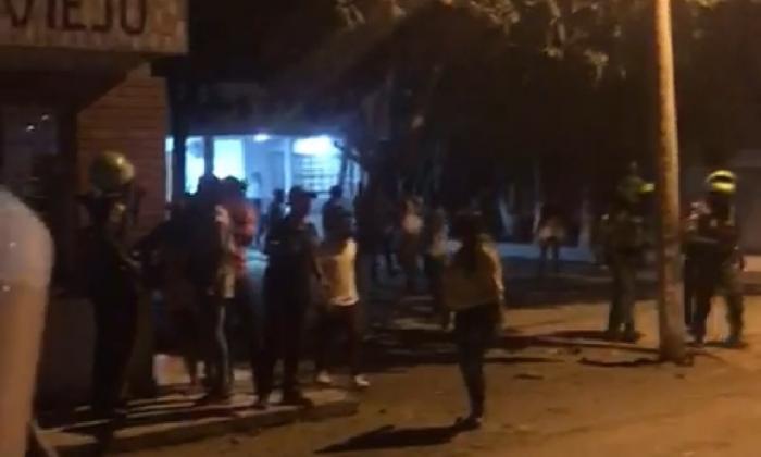 Turba ataca estación de Policía en Puebloviejo