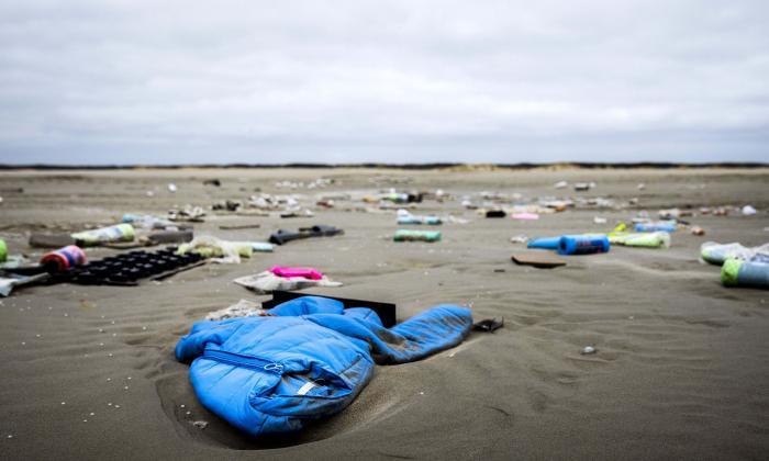 Empresa naviera pagará la limpieza de islas holandesas contaminadas con plásticos