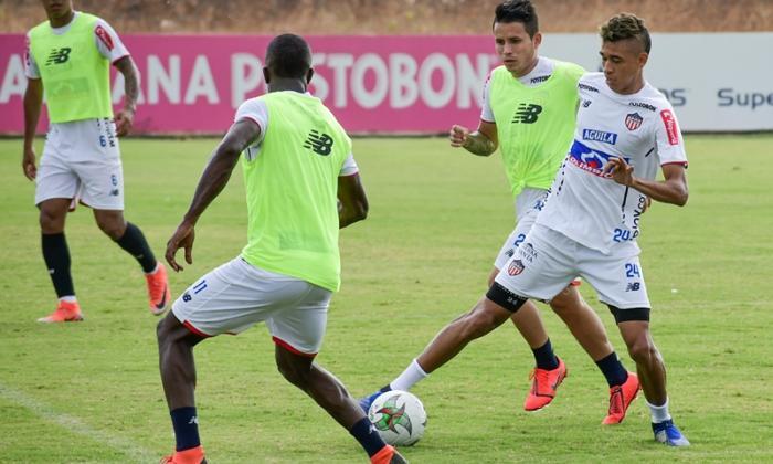 El magdalenense Víctor Cantillo jugaría de titular junto al atlanticense Enrique Serje.