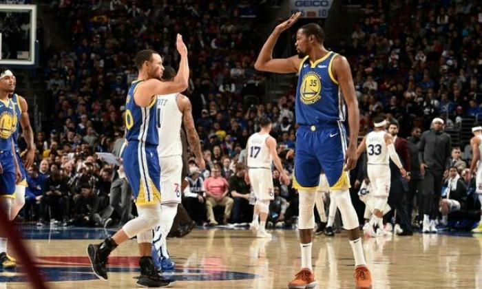 Warriors dejan en el camino a los Sixers.