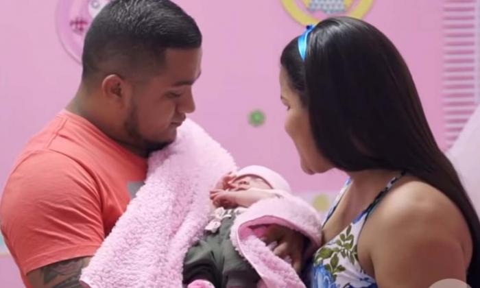 Mónica Vega junto a su esposo y su hija Izamara.