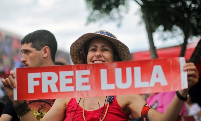 Manifestaciones en apoyo a Lula cuando cumple un año de prisión