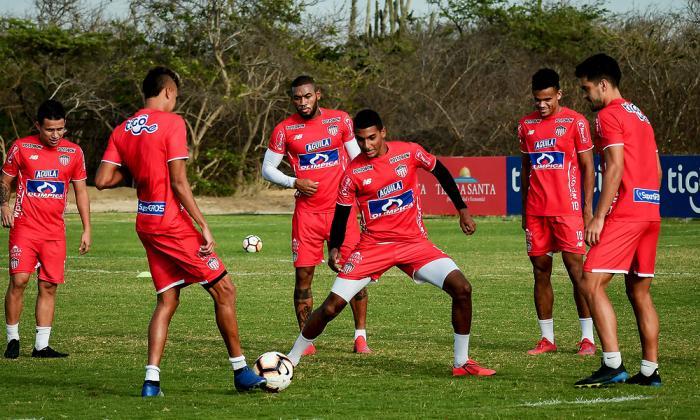 Gabriel Fuentes en un entrenamiento con el Junior.