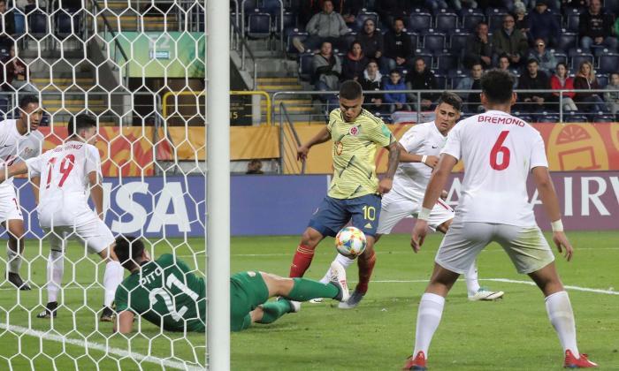 'El Cucho' en una de las tantas opciones de gol que tuvo.