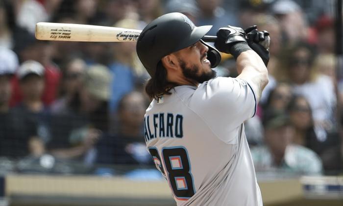 El receptor sucreño Jorge Alfaro con los Marlins de Miami.