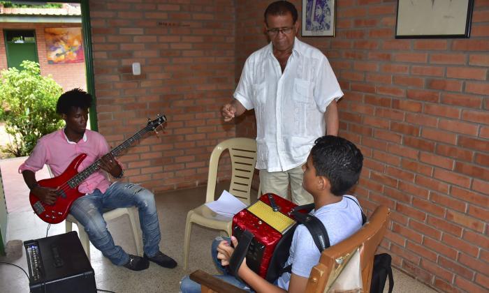 El folclor vallenato le tiende la mano a Andrés 'el Turco' Gil