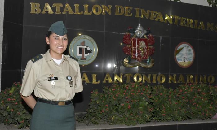 Angie Carolina Cely, la primera mujer oficial de Infantería del Ejército.