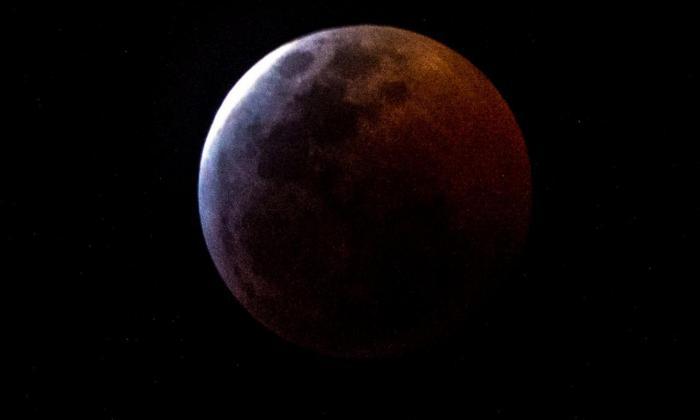 En video | La Luna tendrá un eclipse parcial en el 50 aniversario del Apolo 11