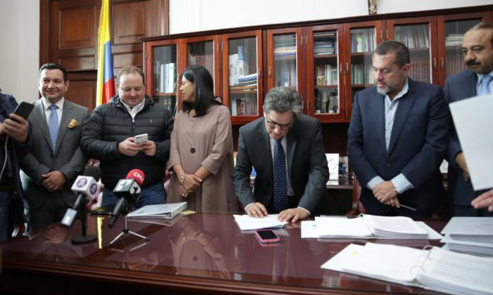 El ministro de Hacienda, Alberto Carrasquilla, en momento en que radicaba el proyecto de Presupuesto 2020.