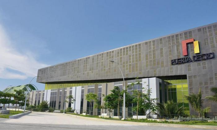 Fachada del Centro de Eventos Puerta de Oro.