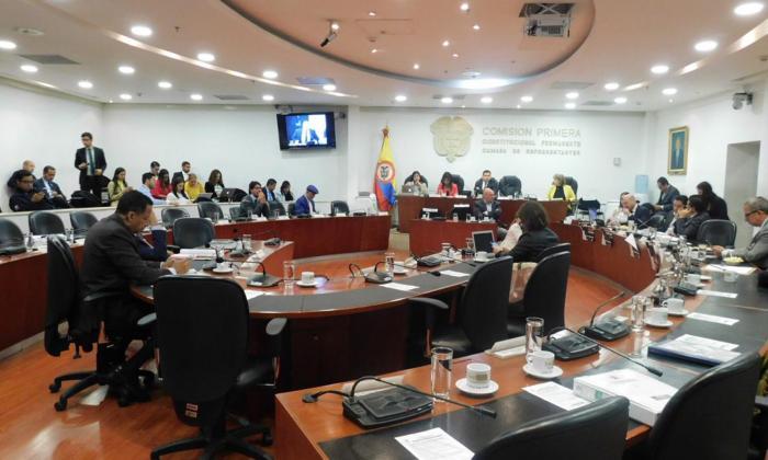 El debate se reanudará en la Comisión Primera.