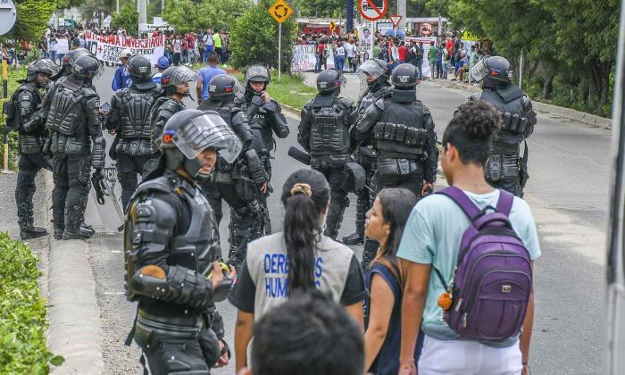 Plantón realizado por los estudiantes de la Universidad del Atlántico en días pasados. Los jóvenes bloquearon el corredor universitario durante varias horas.