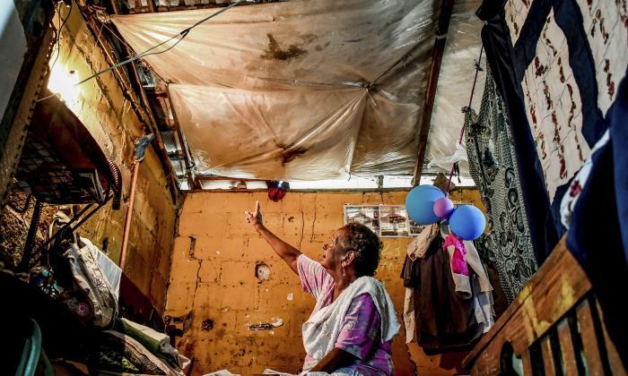 """Vivo con miedo de que un día se me caiga mi propia casa"": habitante de 7 de Abril"