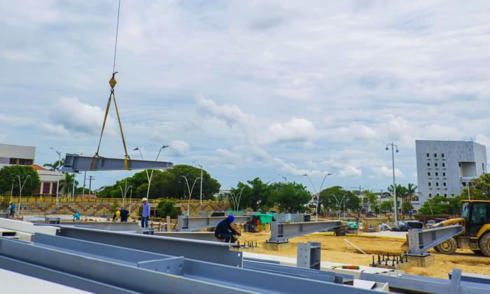 Gobernación inicia montaje del cubo de cristal en Plaza de la Paz