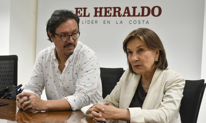 El director seccional de la Universidad Jorge Tadeo Lozano, Ricardo Corredor y la rectora María Cecilia Vélez, durante su visita a EL HERALDO.
