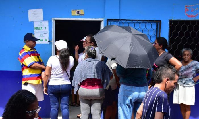 Denuncian presuntas irregularidades en puesto de votación en Soledad