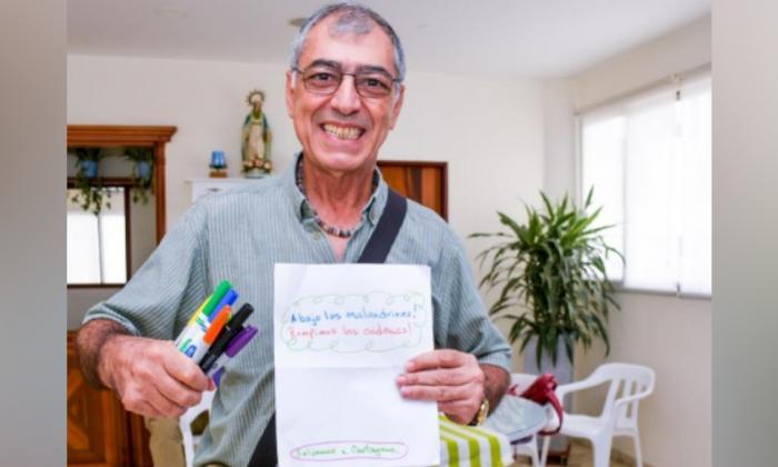 El alcalde electo de Cartagena, William Dau Chamat, escribe mensajes a mano que luego comparte en redes.