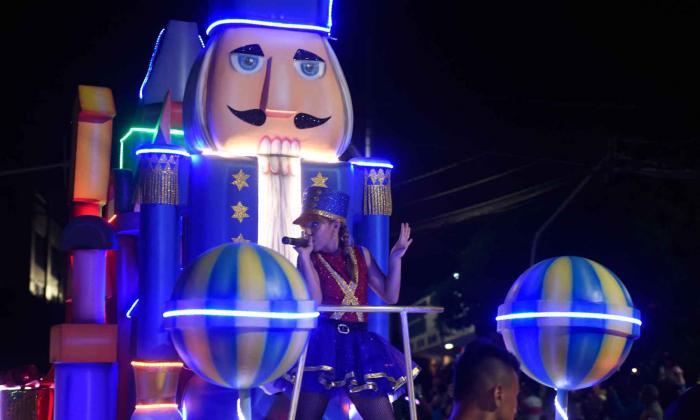 Diez carrozas iluminarán la Gran Parada de la Luz