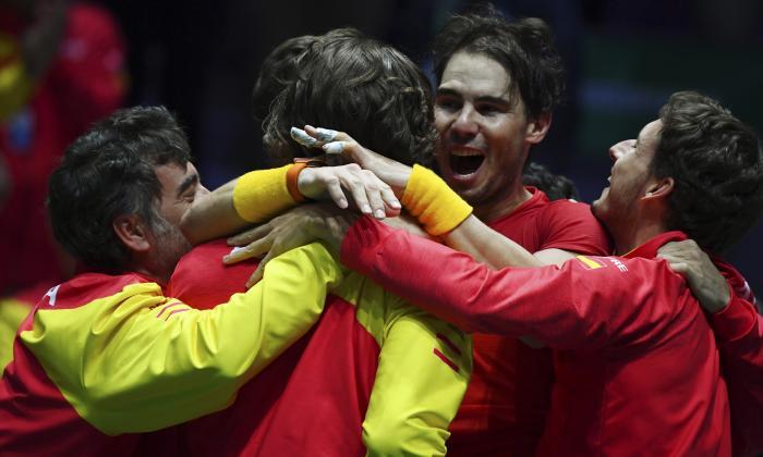 Jugadores españoles celebrando la victoria en la Copa Davis.