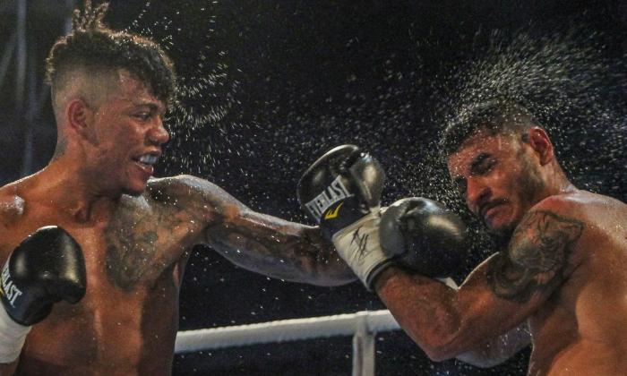 'El Meke' Barraza vence a Silva, pero sigue en deuda