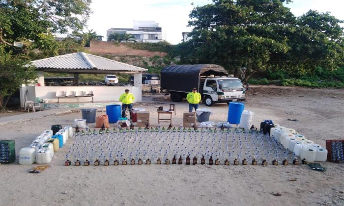 Desmantelan tres fábricas de licor adulterado en Barranquilla y su área metropolitana