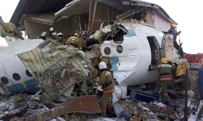 Un avión se estrella en Kazajistán y deja 12 muertos