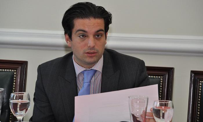 Simón Gaviria suena para reemplazar a Pacho Santos en la Embajada de EEUU