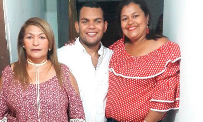 Lurvis VenceJiménez junto a sus hijos Jorge Francisco y Edilsa Duarte.