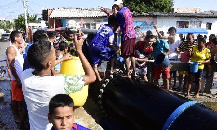 En video   Largas filas para recoger agua en barrios del sur de Barranquilla