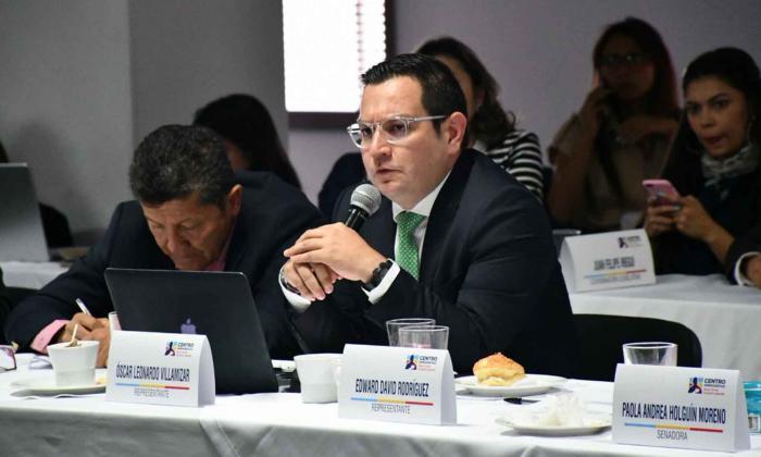 Presentan proyecto para reglamentar participación política de funcionarios públicos
