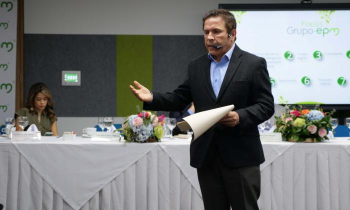 El gerente de EPM, Álvaro Guillermo Rendón López, en rueda de prensa.